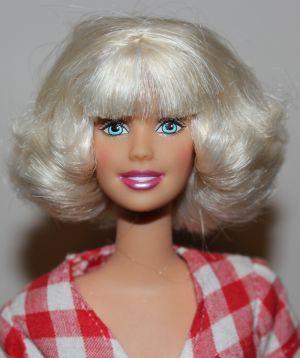 05 Voll original Mattel? Nein, eine Dance'n Flex mit geschnittenen Haaren